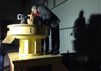 客户深夜考察立式环模560木屑颗粒机